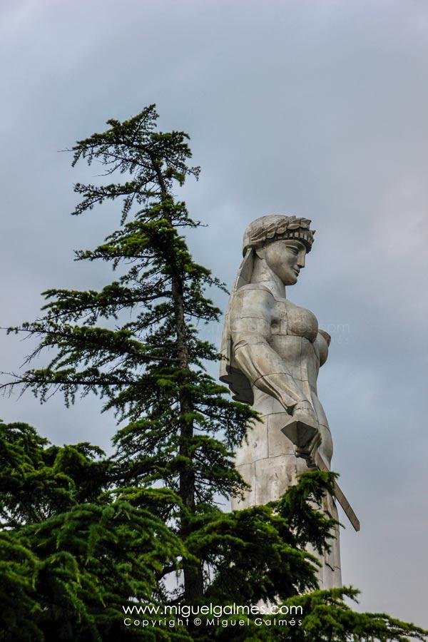 Estatua de La Madre Georgia